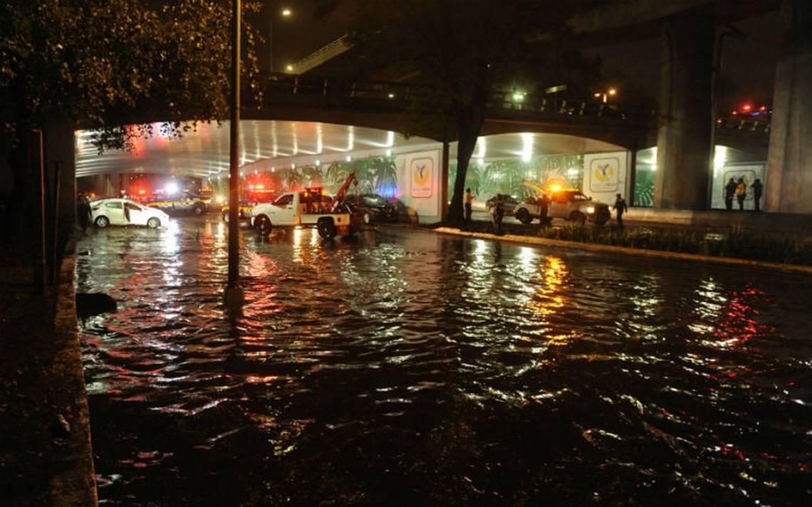 Lluvia tira un árbol y encharca zonas de Viaducto