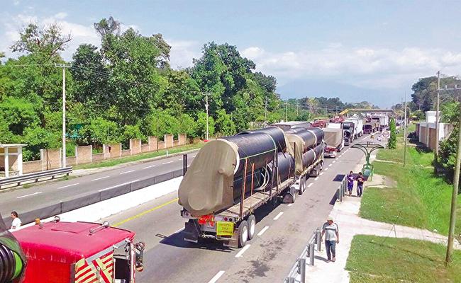 Bloquean campesinos carretera fronteriza México-Guatemala