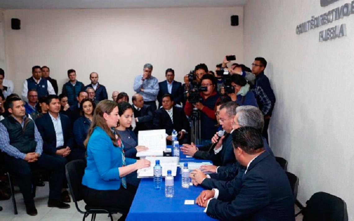 Esposa de Moreno Valle formaliza registro para ir por gubernatura