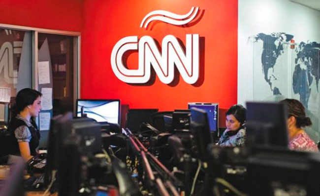 "Renuncian periodistas de CNN tras retractarse sobre historia del ""Rusiagate"""