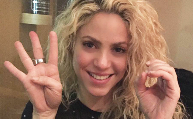 ¡La cantante Shakira llega con éxito y fama al cuarto piso!