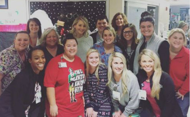 Jennifer Lawrence visita hospital en Kentucky