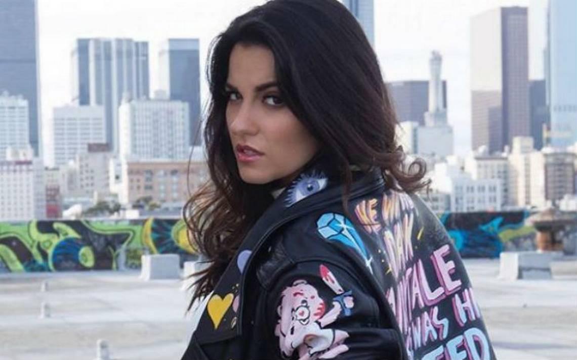 Maite Perroni visita el corazón de Lagunilla en la CDMX para grabar nuevo videoclip