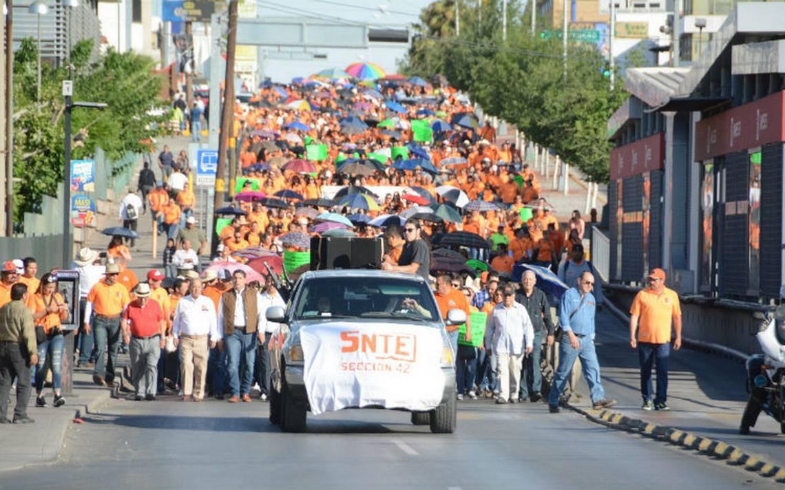 Sección 42 del SNTE bloquea y toma oficina gubernamentales en Chihuahua