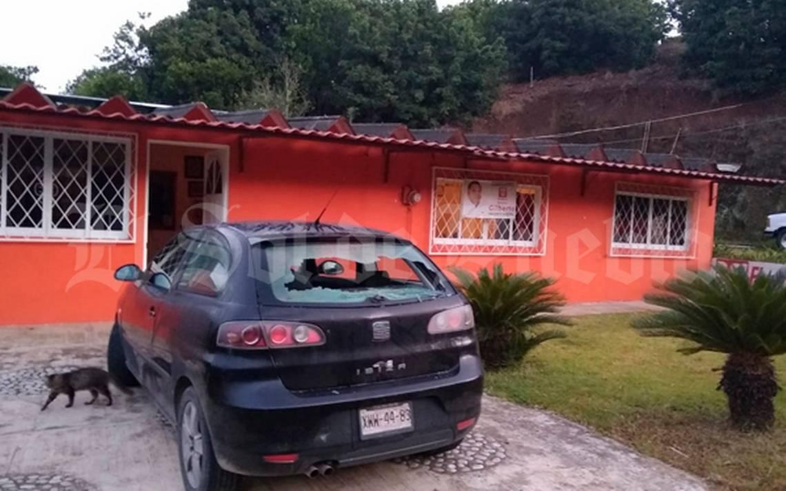 Balean vivienda de candidato a presidente municipal de San José Acateno, Puebla
