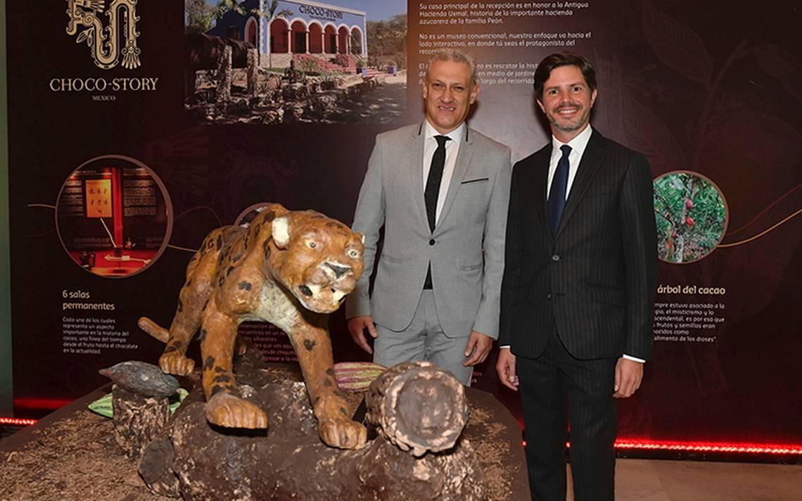 Dan la bienvenida al embajador de Bélgica Antoine Ebrard