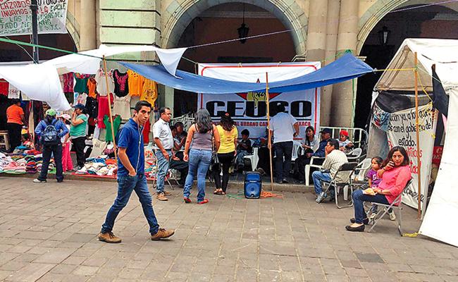Ocupan campesinos Palacio  de Gobierno en Oaxaca