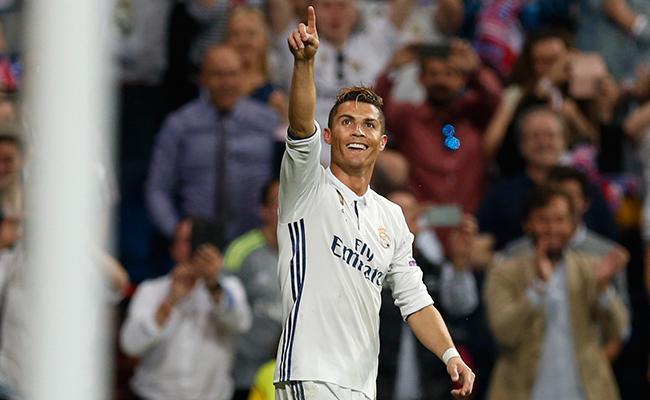 Ronaldo, Messi y Buffon optan al galardón de la UEFA