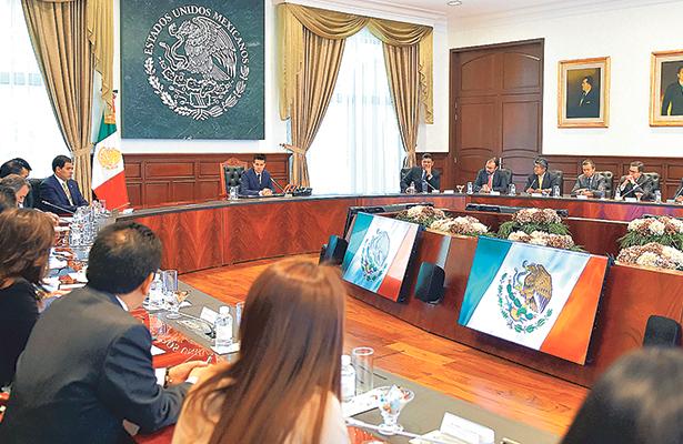 Ordena Peña Nieto mil millones para apoyar a deportados