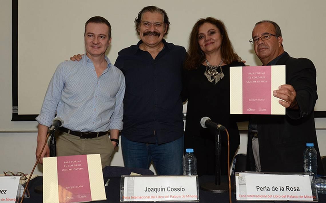 """El actor Joaquín Cosío presentó la tercera reedición de su libro """"Bala por mí el cordero que me olvida"""""""