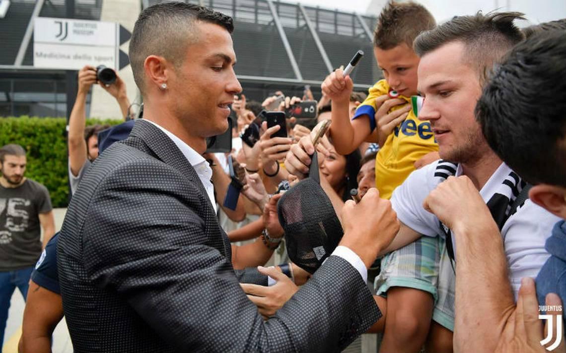 Cientos de hinchas de la Juve ovacionan a Cristiano y le piden la Champions