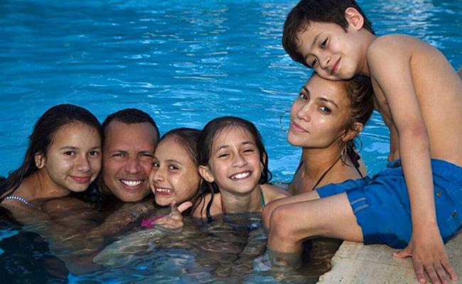 Jennifer Lopez comparte foto familiar junto a Alex Rodríguez