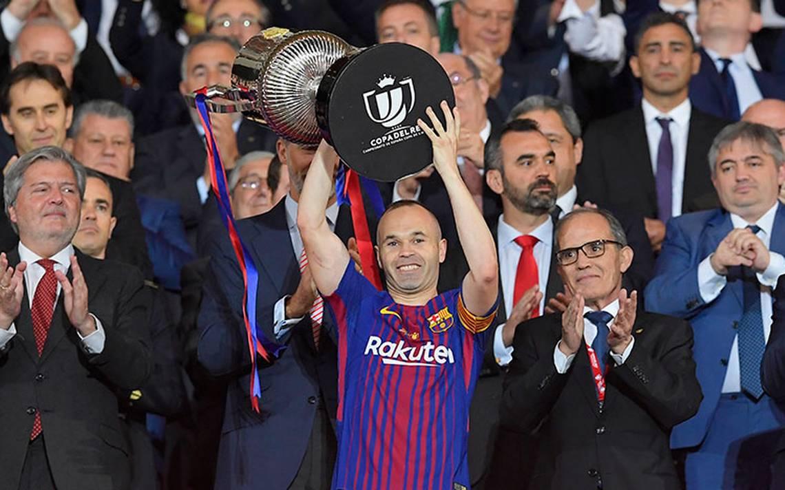France Football pide perdón a Iniesta por no haberle dado el Balón de Oro