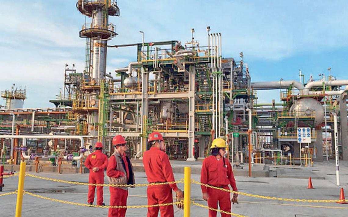 Alertan riesgo financiero en Pemex por agenda energética de nuevo gobierno