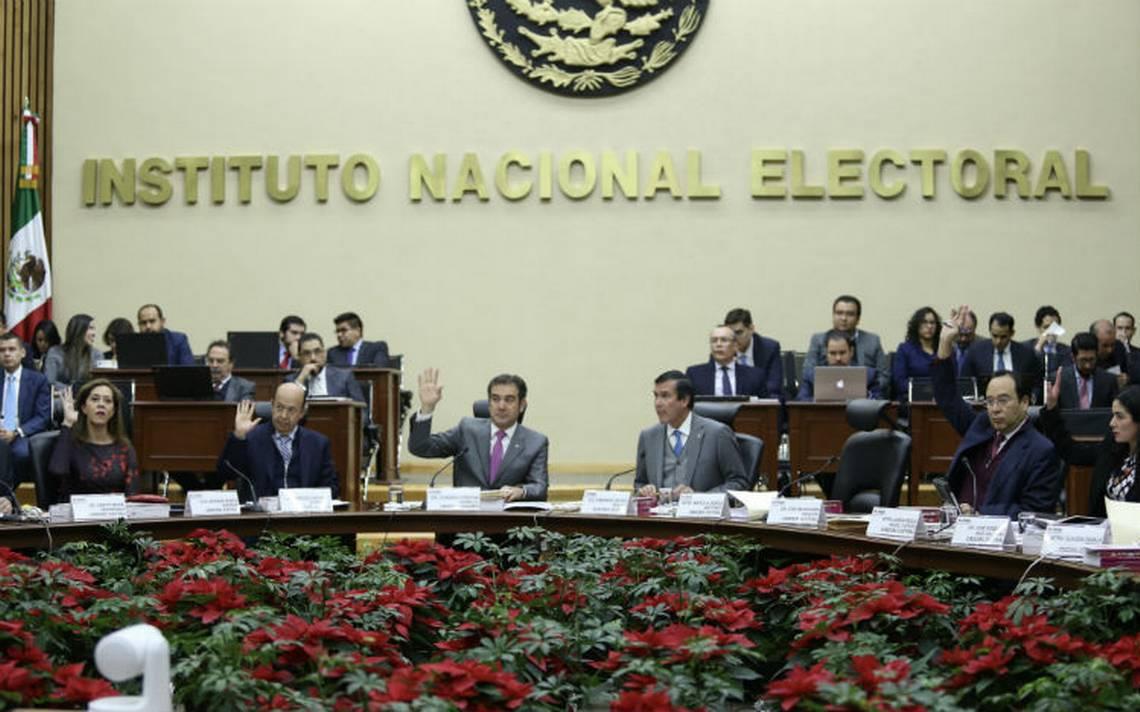 Ante INE y Fepade, Morena denuncia al PRI por desvío de recursos