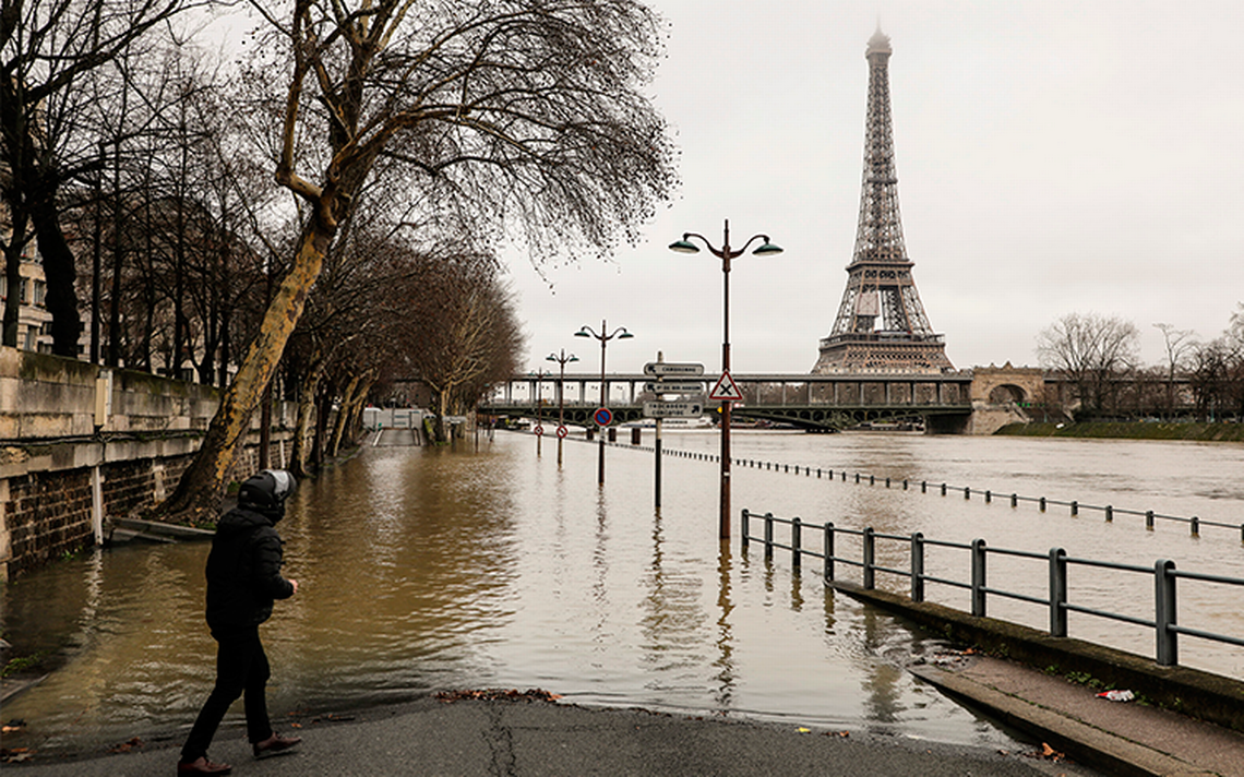 Hasta el cuello; Francia está amenazada por el río Sena