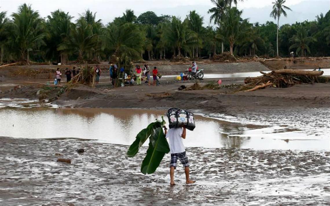 Asciende a 200 el número de muertos por tormenta Tembin en Filipinas