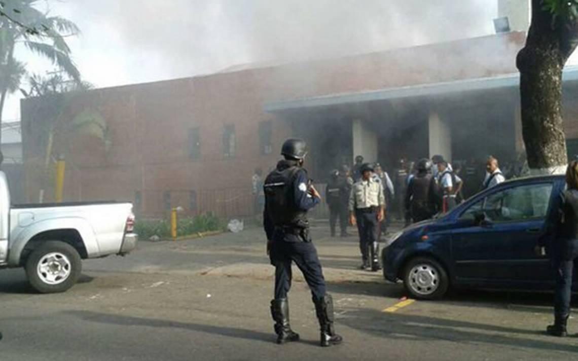 Reportan al menos 78 muertos por disturbios en una cárcel en Venezuela