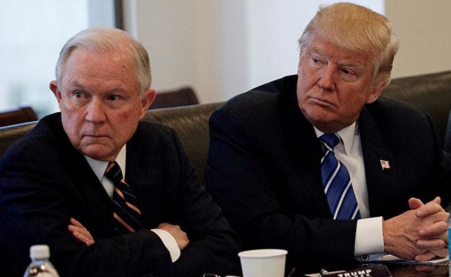 Sigue tensión entre Trump y su fiscal Sessions tras criticarlo, otra vez, en Twitter