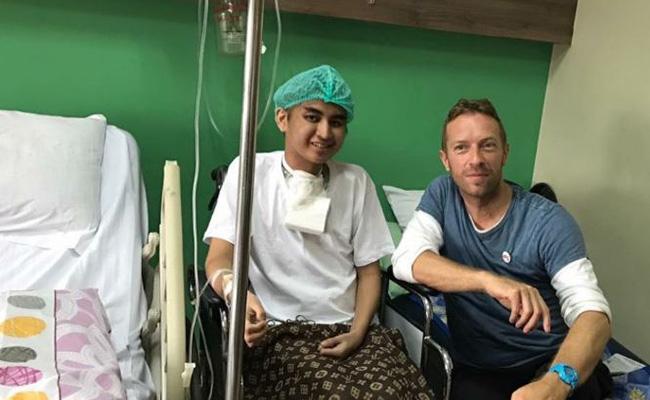 Chris Martin visita a fan con cáncer en Filipinas
