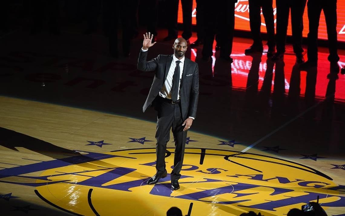 Kobe Bryant se vuelve leyenda de los Lakers tras emotivo homenaje