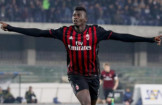 El Milán gana en Bolonia