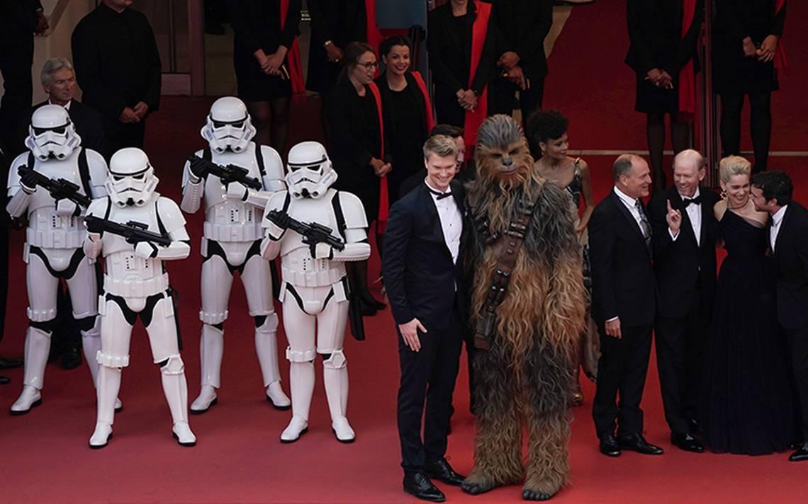 Chewbacca y un ejército de stormtroopers se apoderan de Cannes