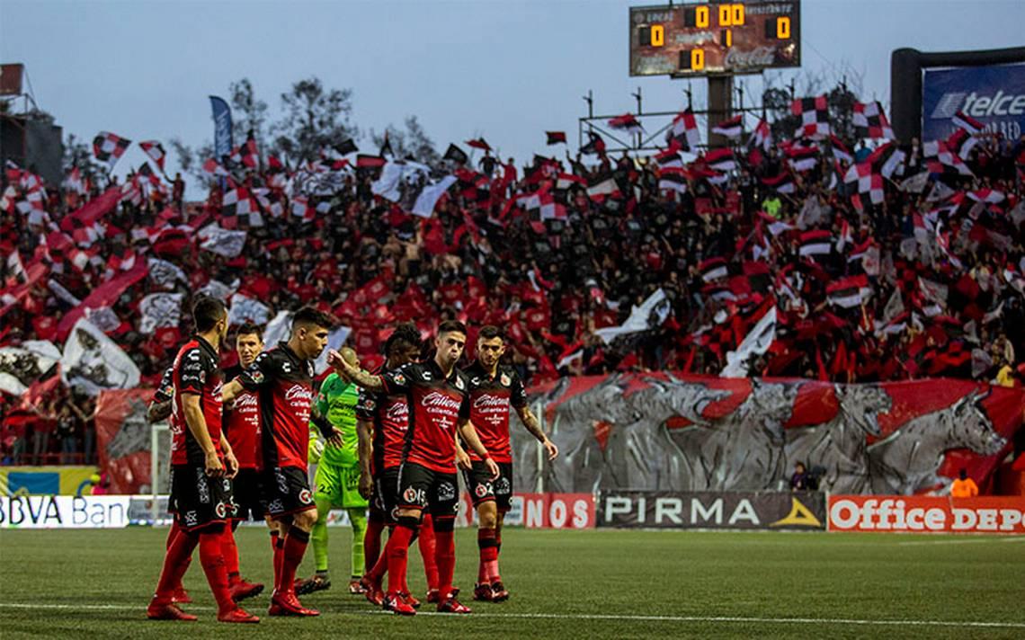 Toluca consigue un gol de último minuto para tener vida ante Xolos