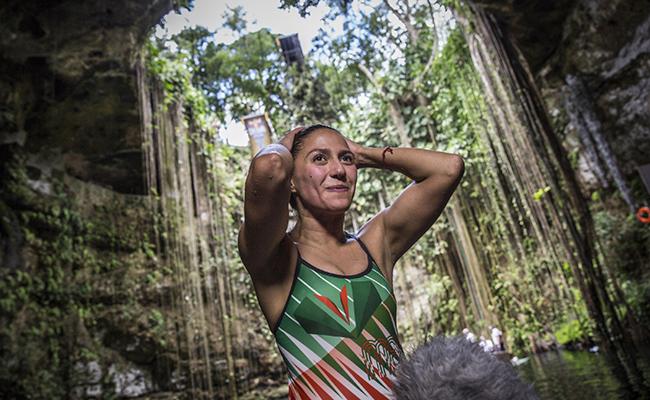 Adriana Jiménez es lider en la Copa del Mundo de Clavados de Altura