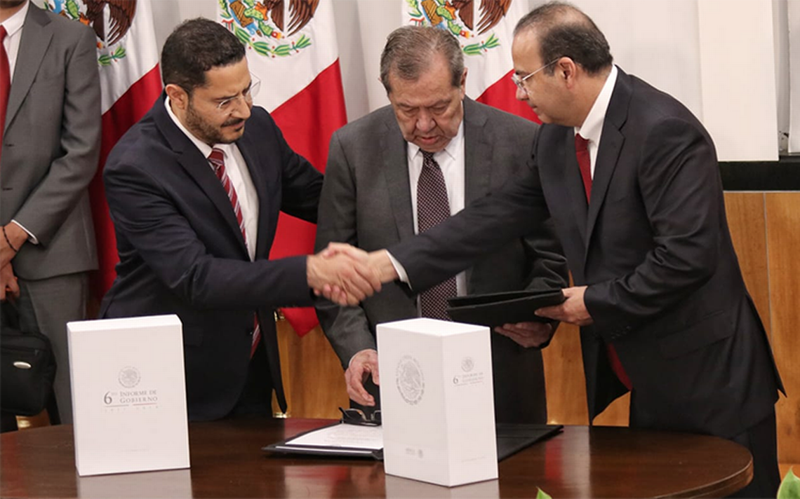 Navarrete Prida entrega VI Informe de Gobierno de Peña Nieto  a Muñoz Ledo