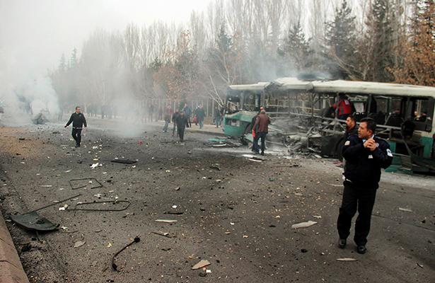 Atentado Turquía deja al menos 13 soldados muertos