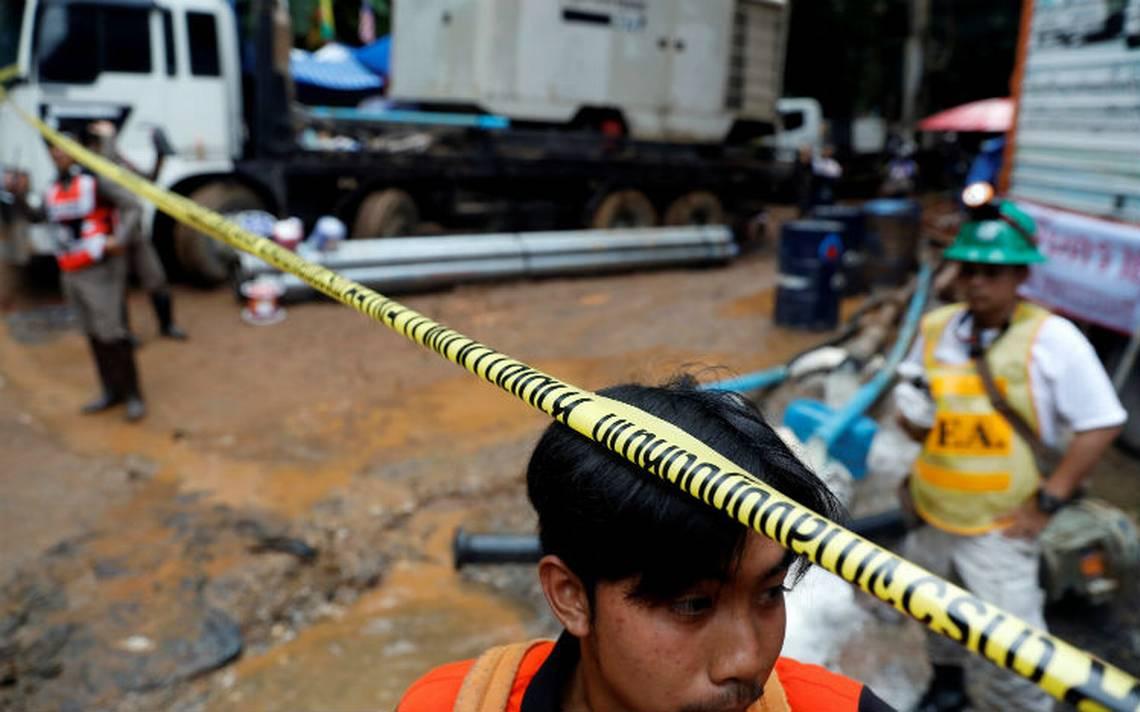 Hallan sanos y salvos a los niños atrapados en una cueva en Tailandia