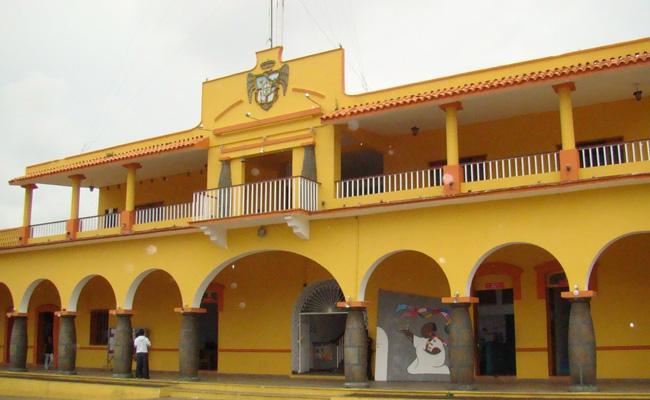 Gobierno del estado adeuda 10 millones de pesos a Amatlán