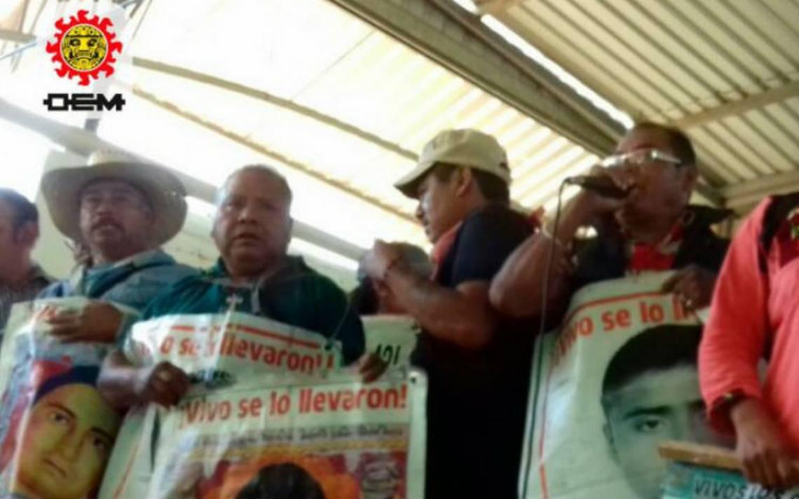 Ángel Aguirre reaparece para buscar diputación federal; padres de los 43 lo llaman 'asesino'