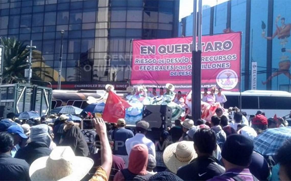 Implementan reversible en Reforma por presencia de campesinos
