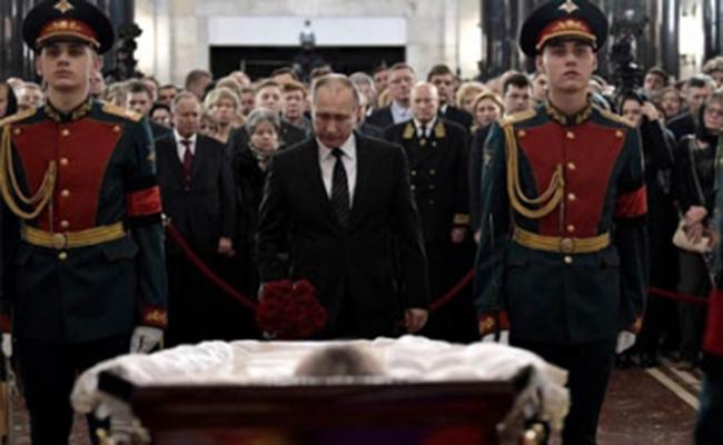 Rusia da último adiós a su embajador asesinado en Turquía
