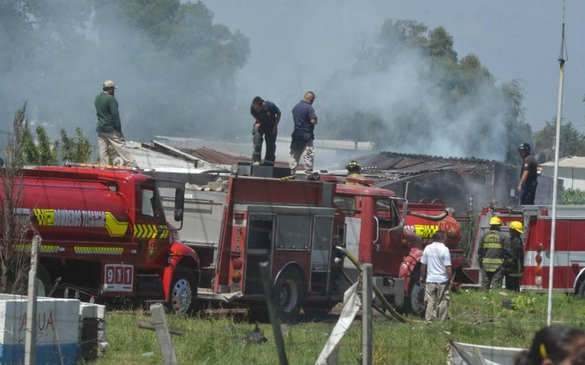Continúan internadas 30 personas por explosiones en Tultepec