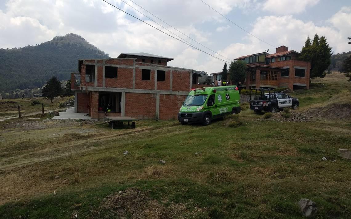 Hombre queda sepultado por derrumbe de vivienda en Toluca