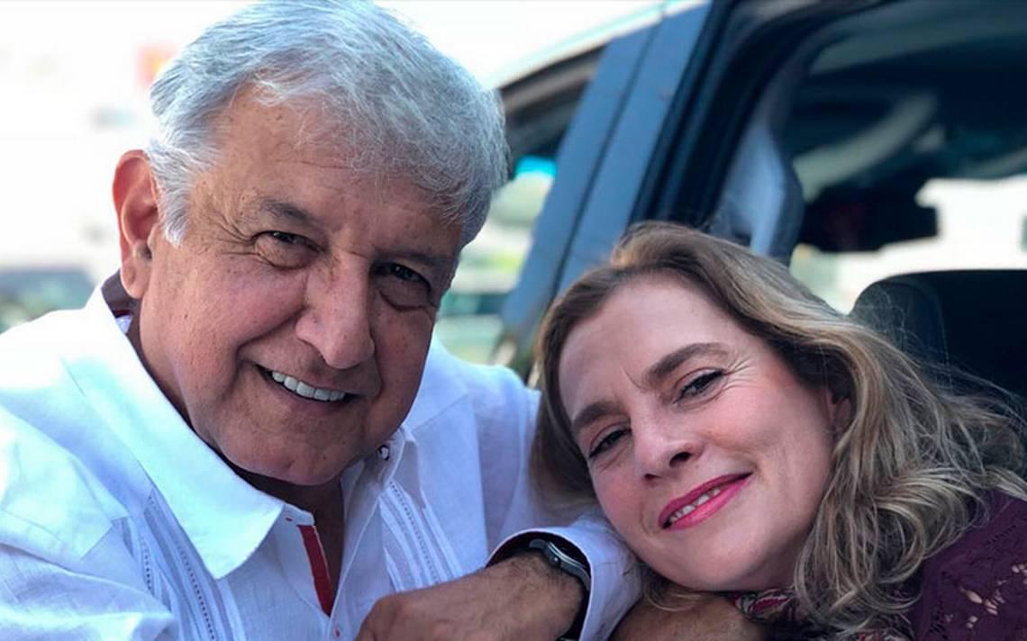 López Obrador presume foto 'echando pobremente novio' con su esposa