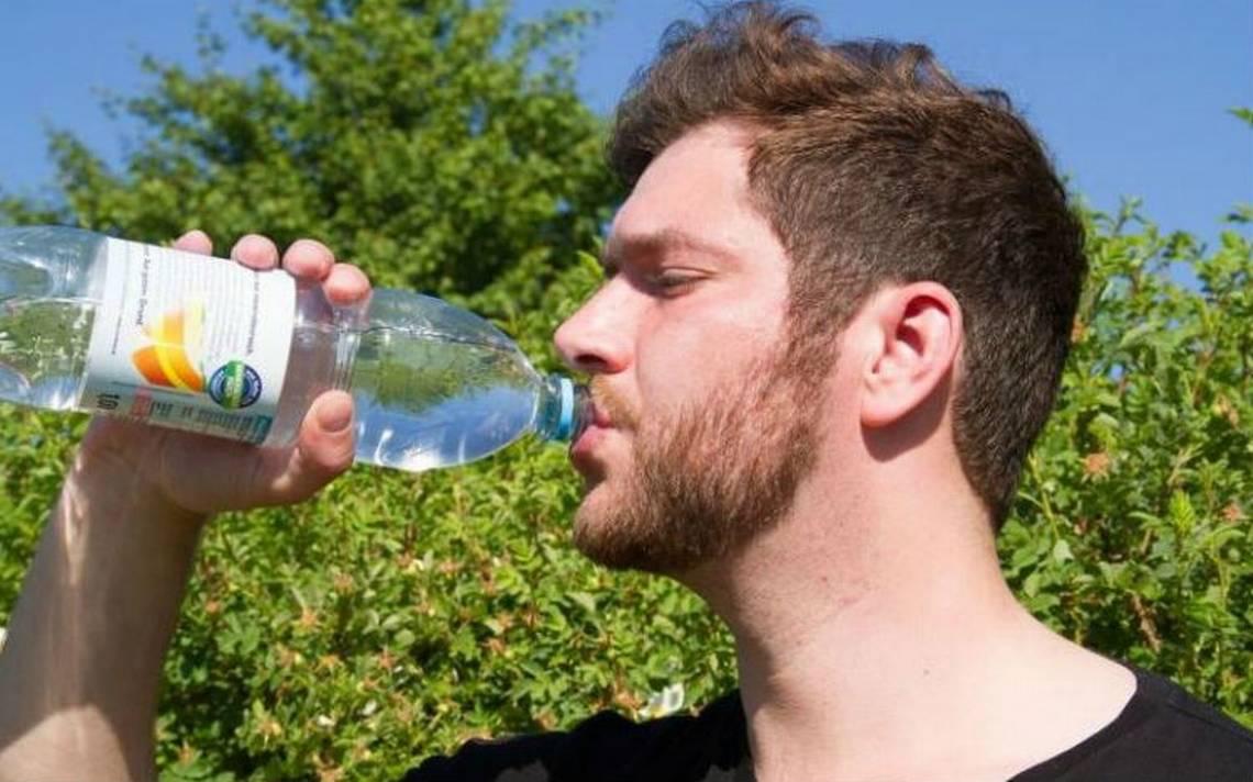 ¡Increíble pero cierto! Hombre bebe 20 litros de agua diarios