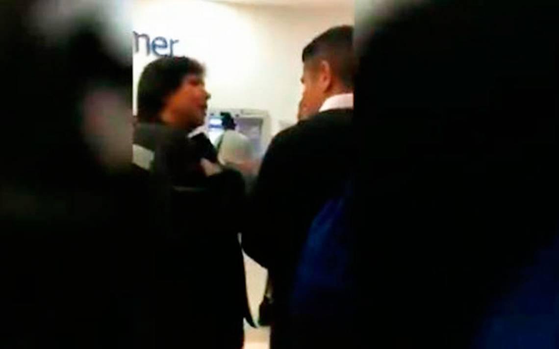#LadyCajero arma tremendo show tras golpear a joven en fila del banco
