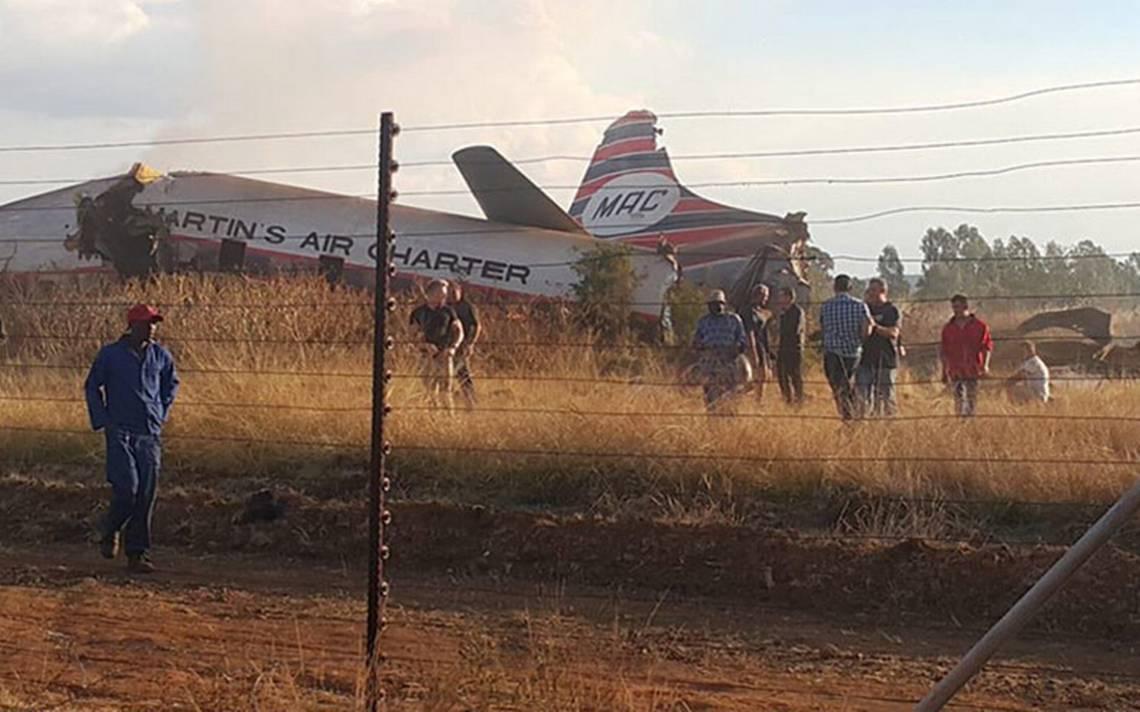 Un muerto y 20 heridos al estrellarse avión durante vuelo de prueba en Sudáfrica