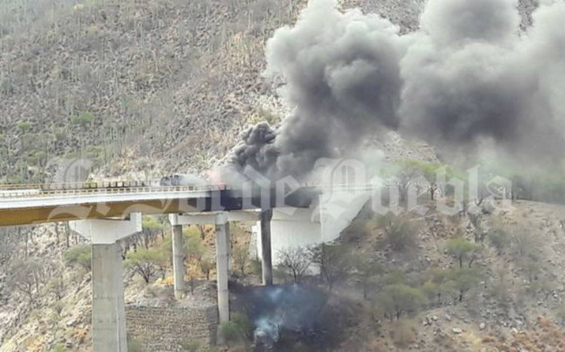 Explota pipa sobre la autopista Puebla-Oaxaca