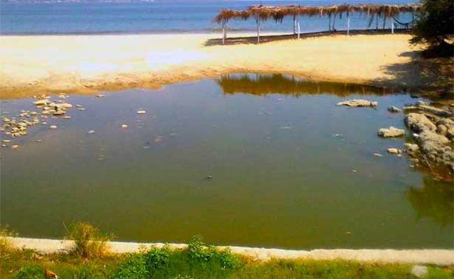 Tuberías en mal estado, causa de aguas negras en playas de Acapulco