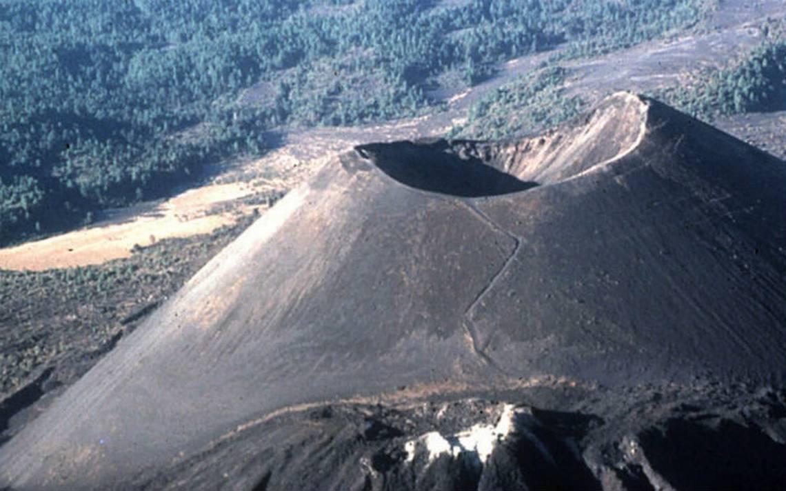 """El Paricutín, único volcán del siglo XX """"con acta de nacimiento"""": cumplió 75 años"""