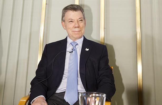 El Nobel, un enorme impulso para lograr nuevo acuerdo con FARC: Santos