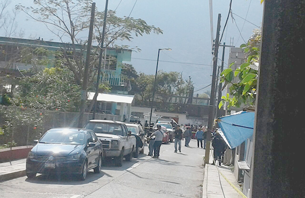 Hallan 8 cuerpos  dentro de una camioneta  en Nogales, Veracruz