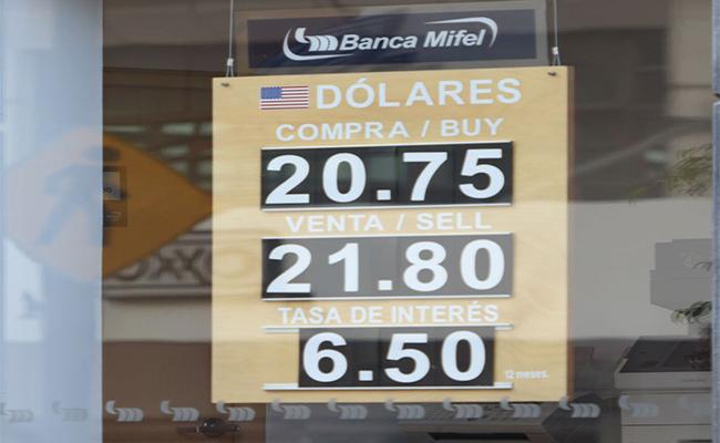 Peso sigue firme ante dólar, a pesar del anuncio de Trump sobre muro