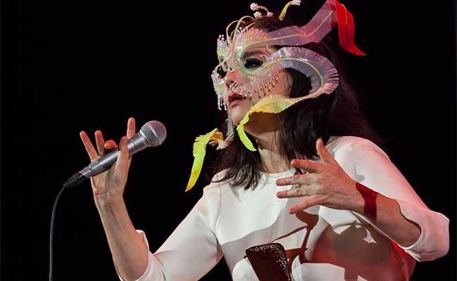 Fans presencian el debut de Björk en la Ciudad de México