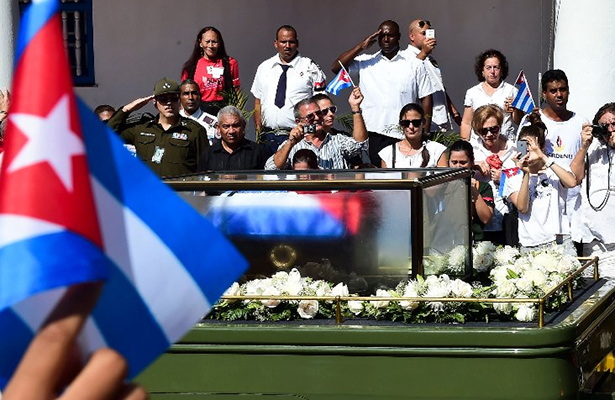Llegan restos de Fidel Castro a su última morada en Santiago